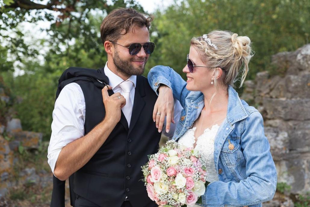 Brautpaar mit Sonnenbrille